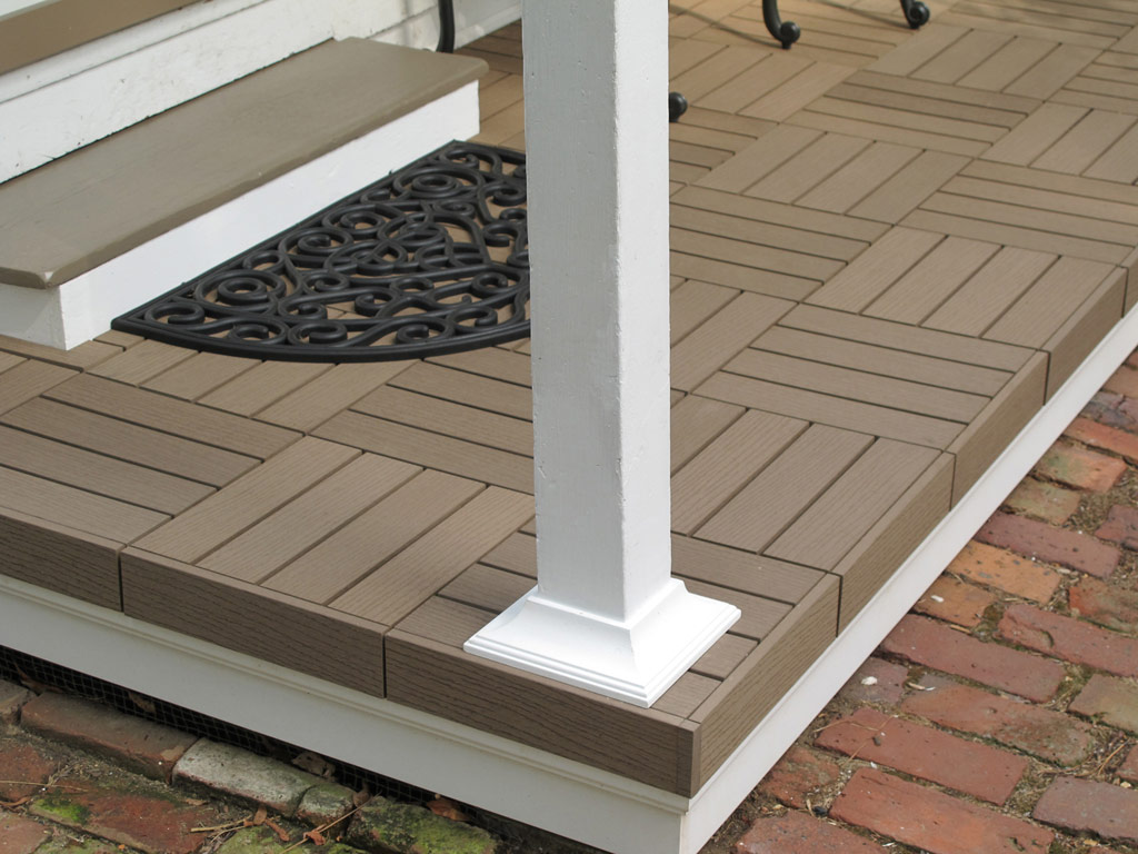 Composite deck tiles composite decking balcon urbain for Terrasse balcon decoration